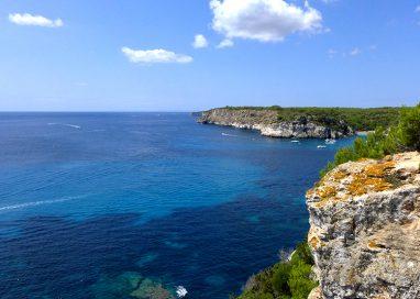 Menorca promueve entre la regulación del turismo activo entre sus empresas