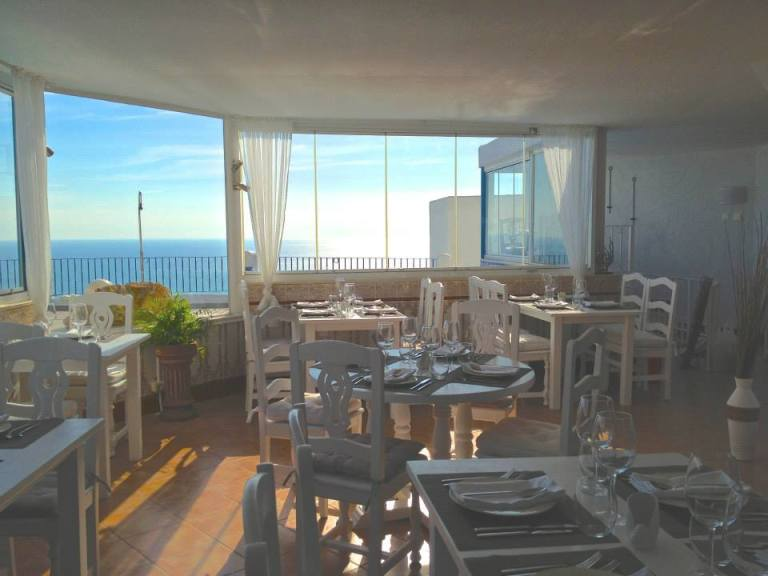 restaurante sebastian en perla blanca peñiscola