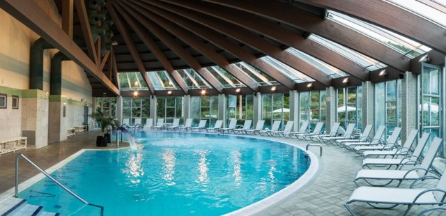 piscina balneario lobios